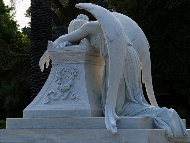 William Wetmore Storys smukke gravmæle over hustruen Emelyn. Den amerikanske billedhugger, som boede 40 år i Rom i 1800-tallet, ligger også selv begravet der.