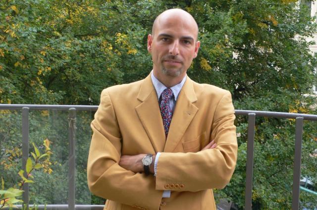 Forfatter Thomas Harder signerer bøger på Romselskabet S.P.Q.R.'s stand